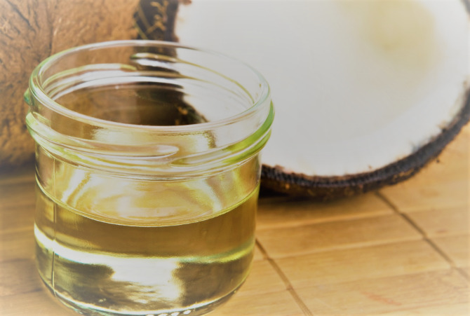 Stepwise Procedures Of Using Coconut Oil To Remove Makeup